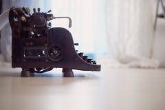 παλαιά γραφομηχανή Αναδρομική, πλάγια όψη antiquate Στοκ εικόνα με δικαίωμα ελεύθερης χρήσης