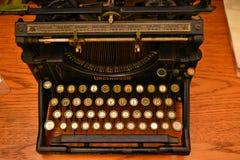 Παλαιά γραφομηχανή Underwood σε καλή λειτουργία Το Underwood παρήγαγε τι θεωρείται πρώτος ευρέως επιτυχής, σύγχρονος τύπος στοκ φωτογραφίες