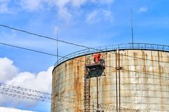 παλαιά δεξαμενή αποθήκευσης πετρελαίου Στοκ εικόνα με δικαίωμα ελεύθερης χρήσης