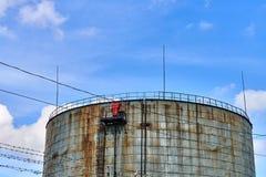 παλαιά δεξαμενή αποθήκευσης πετρελαίου Στοκ Εικόνες