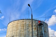παλαιά δεξαμενή αποθήκευσης πετρελαίου Στοκ εικόνες με δικαίωμα ελεύθερης χρήσης