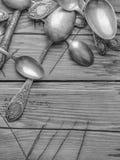 Παλαιά διακοσμημένα τρύγος μαχαιροπήρουνα σε έναν ξύλινο πίνακα Στοκ εικόνα με δικαίωμα ελεύθερης χρήσης