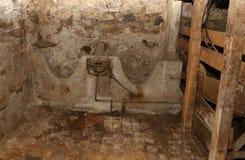 Παλαιά εγκαταλειμμένη σιταποθήκη με μια φάτνη Στοκ φωτογραφίες με δικαίωμα ελεύθερης χρήσης