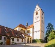 Παλαιά εκκλησία στην αγροτική μικρή πόλη στη Γερμανία στοκ φωτογραφίες