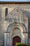 Παλαιά εκκλησία στο χωριουδάκι de Άγιος Georges de Montagne κοντά σε Άγιο Emilion, Gironde, στοκ εικόνες