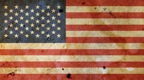 Παλαιά εκλεκτής ποιότητας αμερικανική αμερικανική σημαία πέρα από το άσπρο ξύλο Στοκ φωτογραφία με δικαίωμα ελεύθερης χρήσης