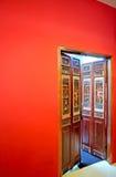 Παλαιά εκλεκτής ποιότητας ξύλινη πόρτα Στοκ Φωτογραφία