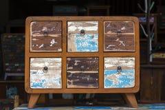 Παλαιά εκλεκτής ποιότητας shabby έπιπλα, ξύλινη σύσταση στην αγορά Ubud, νησί Μπαλί, Ινδονησία στοκ φωτογραφία με δικαίωμα ελεύθερης χρήσης