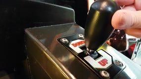 Παλαιά επιτροπή μηχανών παιχνιδιού χεριών παιδιών ` s φιλμ μικρού μήκους