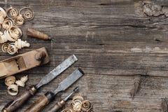 Παλαιά εργαλεία ξυλουργικής στον πάγκο εργασίας Στοκ εικόνα με δικαίωμα ελεύθερης χρήσης