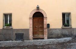 Παλαιά ιταλική πόρτα στοκ φωτογραφία με δικαίωμα ελεύθερης χρήσης