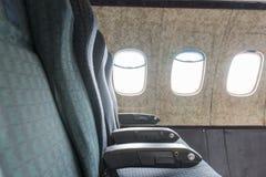 Παλαιά καθίσματα αεροπλάνων στοκ φωτογραφία με δικαίωμα ελεύθερης χρήσης