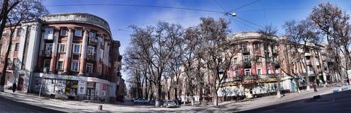Παλαιά κατοικημένα κτήρια στην οδό Marat σε Kramatorsk Πανοραμικός πυροβολισμός στοκ εικόνες