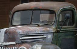 Παλαιά κινηματογράφηση σε πρώτο πλάνο ανοιχτών φορτηγών της Ford στοκ φωτογραφία με δικαίωμα ελεύθερης χρήσης