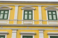 Παλαιά κλασσική πρόσοψη οικοδόμησης στη Μπανγκόκ Στοκ Εικόνα