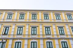 Παλαιά κλασσική πρόσοψη οικοδόμησης στη Μπανγκόκ Στοκ φωτογραφίες με δικαίωμα ελεύθερης χρήσης