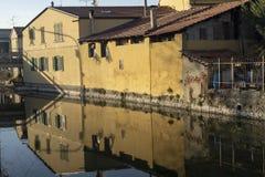 Παλαιά κτήρια κατά μήκος του καναλιού Martesana, Μιλάνο στοκ εικόνες με δικαίωμα ελεύθερης χρήσης
