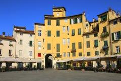 Παλαιά κτήρια στην κοιλάδα Anfiteatro, Lucca, Ιταλία πλατειών Στοκ Εικόνες