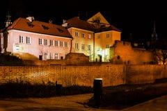 Παλαιά κωμόπολη της πόλης της Βαρσοβίας τή νύχτα στην Πολωνία Στοκ φωτογραφία με δικαίωμα ελεύθερης χρήσης