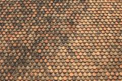 παλαιά κόκκινα κεραμίδια στεγών τούβλου Στοκ Εικόνες