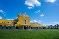 Παλαιά μονή καλογραιών του San Antonio στην πόλη Izamal, Yucatan Στοκ φωτογραφία με δικαίωμα ελεύθερης χρήσης