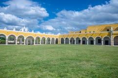 Παλαιά μονή καλογραιών του San Antonio στην πόλη Izamal, Yucatan Στοκ εικόνες με δικαίωμα ελεύθερης χρήσης