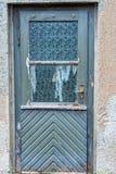 Παλαιά μπλε ξύλινη πόρτα με τα παλαιά παράθυρα γυαλιού Στοκ φωτογραφίες με δικαίωμα ελεύθερης χρήσης