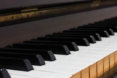 Παλαιά παλαιά ξύλινα κεραμίδια πιάνων στοκ φωτογραφία με δικαίωμα ελεύθερης χρήσης