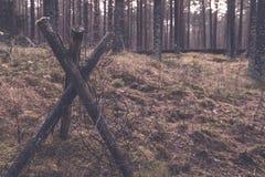 παλαιά ξύλινα trenshes στη Λετονία - εκλεκτής ποιότητας αναδρομική επίδραση Στοκ φωτογραφίες με δικαίωμα ελεύθερης χρήσης
