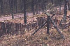 παλαιά ξύλινα trenshes στη Λετονία - εκλεκτής ποιότητας αναδρομική επίδραση Στοκ Φωτογραφίες