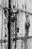 Παλαιά ξύλινη πόρτα με την αλυσίδα ΙΙΙ Στοκ Εικόνες