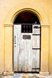 Παλαιά ξύλινη πόρτα Στοκ φωτογραφίες με δικαίωμα ελεύθερης χρήσης
