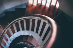 Παλαιά ξύλινη σπειροειδής σκάλα Στοκ εικόνα με δικαίωμα ελεύθερης χρήσης