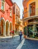 Παλαιά οδός σε Taormina, Σικελία, Ιταλία Στοκ Εικόνα