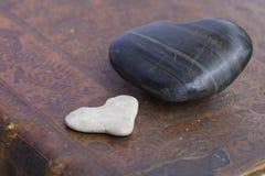 παλαιά πέτρα καρδιών βιβλίω& Στοκ Φωτογραφίες