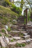 παλαιά πέτρα σκαλών περίπατος κατά μήκος των αρχαίων τσεχικών οδών Στοκ Φωτογραφίες