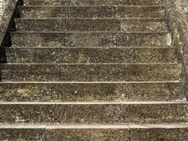 παλαιά πέτρα σκαλών σειράς της Ιταλίας Στοκ Φωτογραφίες