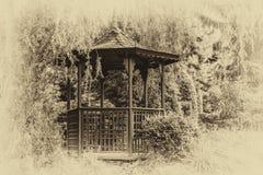 Παλαιά παγόδα στον κήπο στοκ εικόνα με δικαίωμα ελεύθερης χρήσης