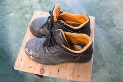 παλαιά παπούτσια ασφάλει& Στοκ Εικόνες