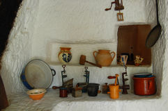 Παλαιά παραδοσιακή κουζίνα με τα εργαλεία Στοκ φωτογραφία με δικαίωμα ελεύθερης χρήσης