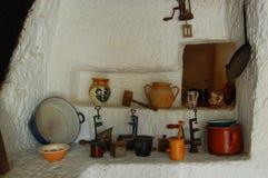 Παλαιά παραδοσιακή κουζίνα με τα εργαλεία Στοκ Φωτογραφία