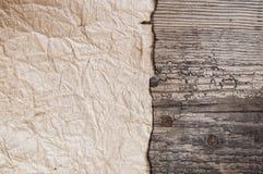 Παλαιά περγαμηνή στο ξύλινο υπόβαθρο Στοκ Εικόνες