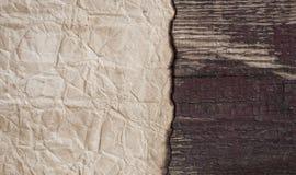 Παλαιά περγαμηνή στο ξύλινο υπόβαθρο Στοκ Φωτογραφίες