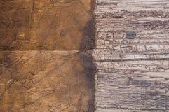 Παλαιά περγαμηνή στο ξύλινο υπόβαθρο Στοκ εικόνες με δικαίωμα ελεύθερης χρήσης