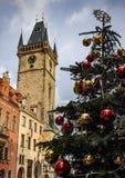Παλαιά πλατεία της πόλης με την άποψη του παλαιού Δημαρχείου με την αγορά Χριστουγέννων στοκ φωτογραφίες