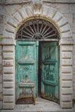 Παλαιά πράσινη πόρτα σε Kotor Στοκ εικόνα με δικαίωμα ελεύθερης χρήσης