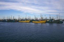 Παλαιά πρόσδεση αλιευτικών σκαφών στο λιμάνι στοκ εικόνες με δικαίωμα ελεύθερης χρήσης