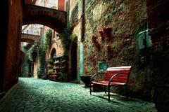 Παλαιά πόλης αλέα στην Τοσκάνη Στοκ φωτογραφία με δικαίωμα ελεύθερης χρήσης