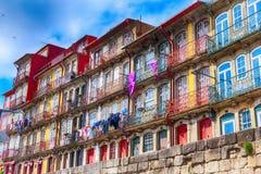 Παλαιά πόλης ζωηρόχρωμα σπίτια του Πόρτο, Πορτογαλία στοκ φωτογραφίες με δικαίωμα ελεύθερης χρήσης