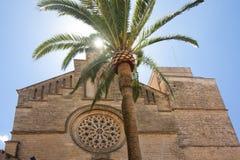 Παλαιά πόλη, εκκλησία Sant Jaume σε Majorca Alcudia, Μαγιόρκα, των Βαλεαρίδων $νήσων νησί, Ισπανία 28 06 2017 Στοκ εικόνα με δικαίωμα ελεύθερης χρήσης